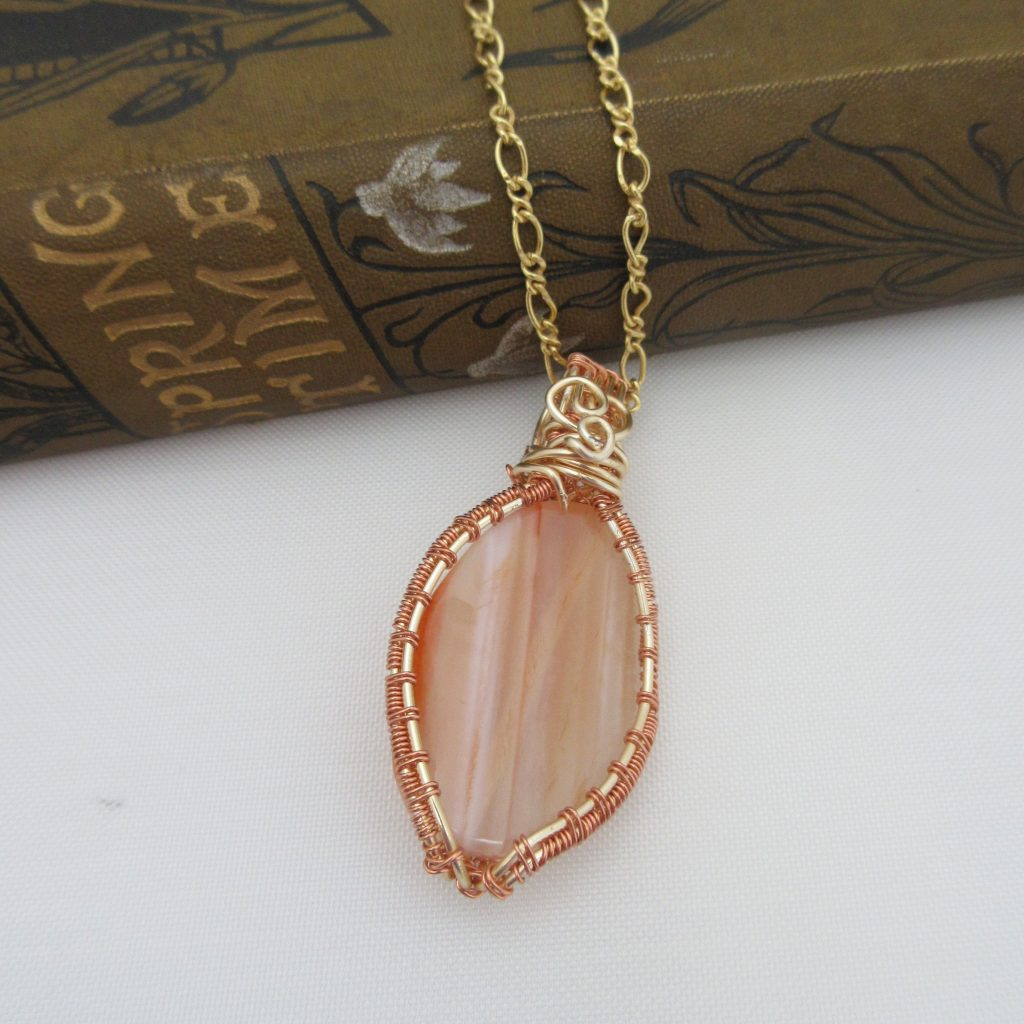 Agate pendant by Indigo Berry Jewellery from the Isle of Skye in Scotland