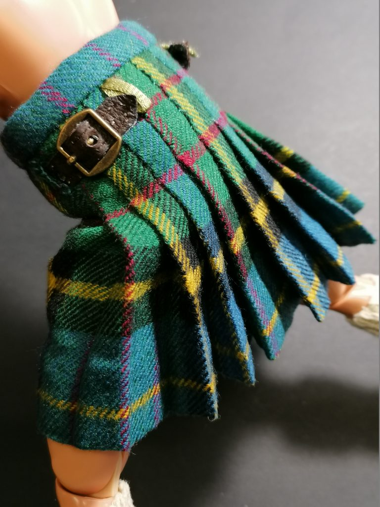 Kilts for dolls by Vera Naessens